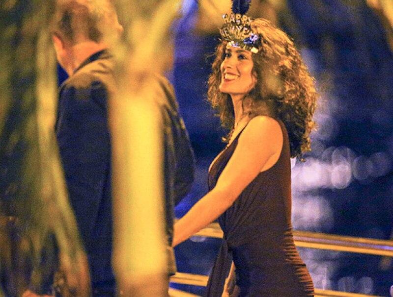 La actriz mexicana lució feliz y despreocupada para celebrar el 2015 en un lujoso yate.