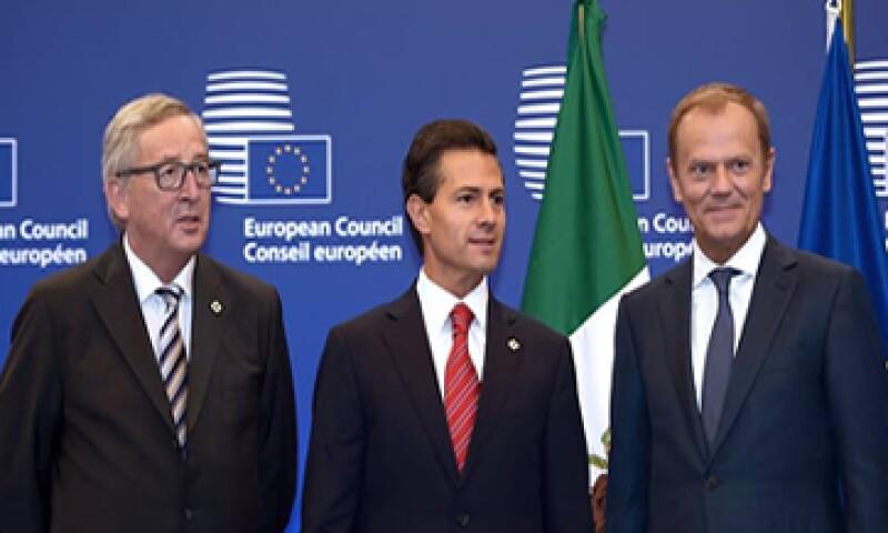 El presidente Peña Nieto -centro- y Jean-Claude Juncker -izquierda- coincidieron en crecer la cooperación.  (Foto: tomada de presidencia.gob.mx )