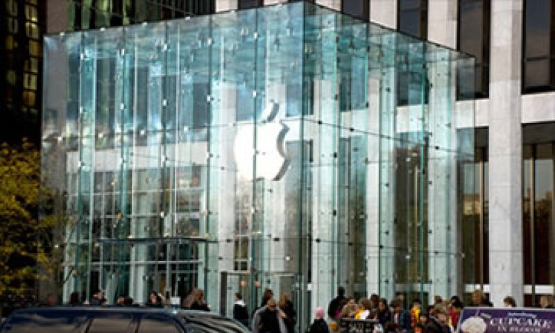 Tim Cook, CEO de Apple, ha mostrado disposición para revertir el rumbo de la política de dividendos de la empresa. (Foto: Cortesía CNNMoney.com)