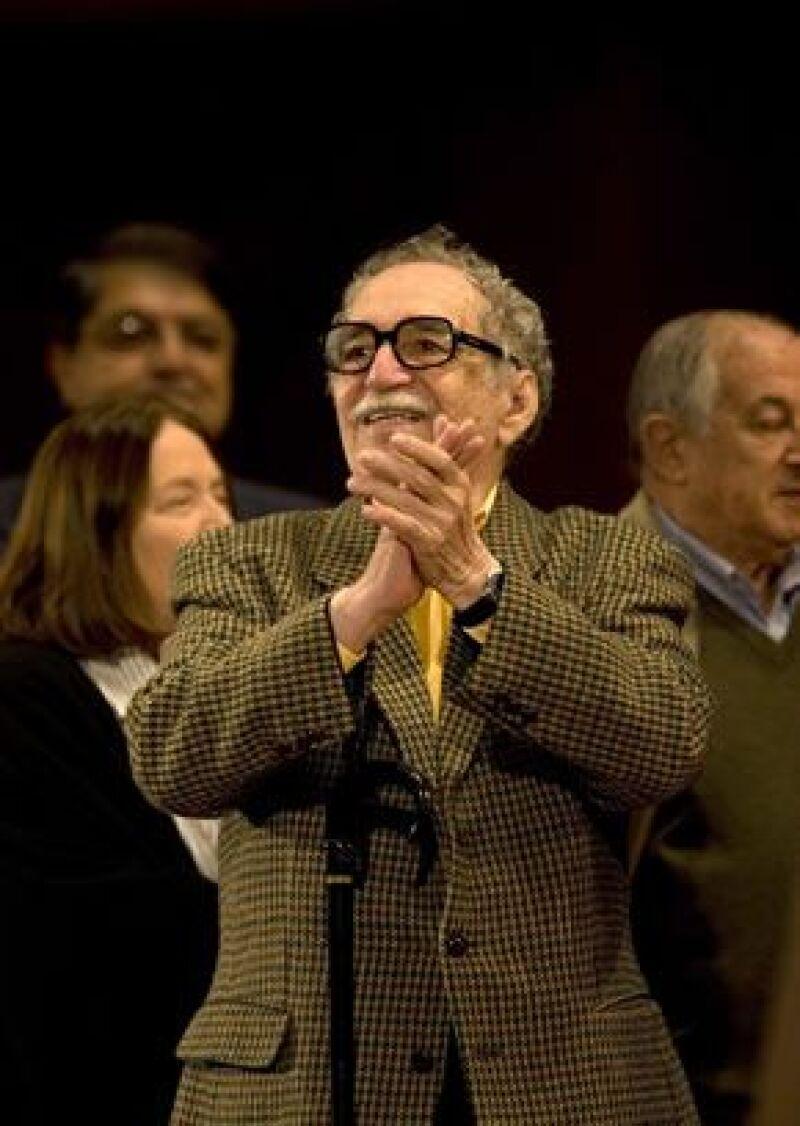 El escritor imparte un seminario de guionismo cinematográfico a jóvenes de la Habana.