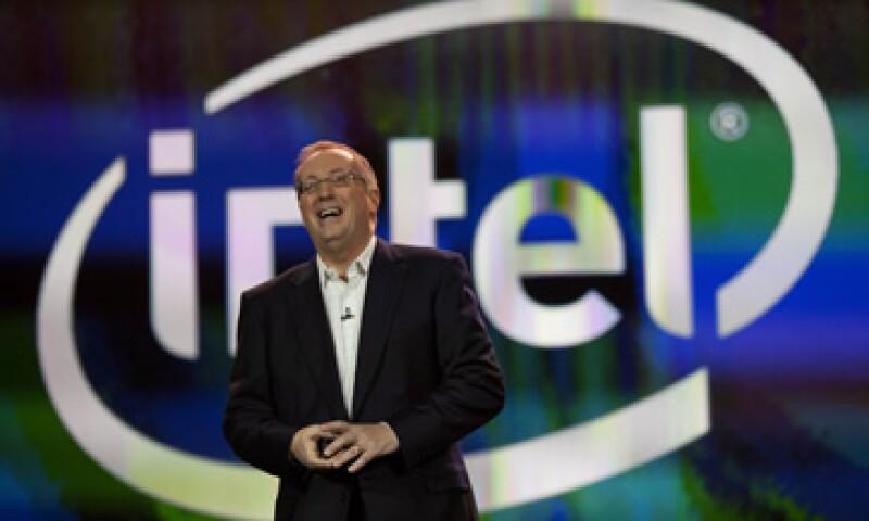 El CEO de Intel, Paul Otellini, dijo que el paso a los teléfonos inteligentes era obvio para la firma. (Foto: AP)