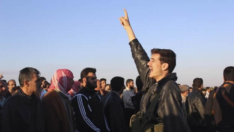 manifestantes protestan contra el regimen