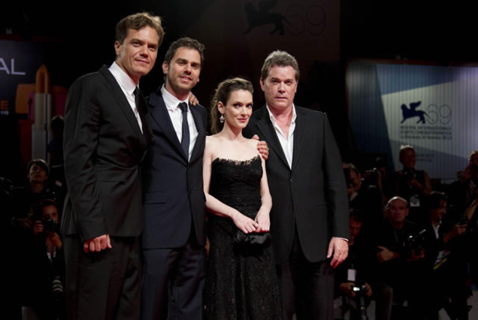 Los protagonistas de `The Iceman´en la premiere del filme.