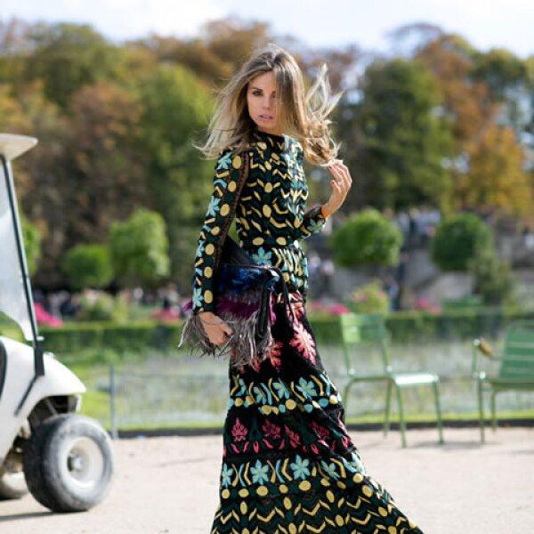Los vestidos largos y en tonos oscuros son ideales para el otoño.