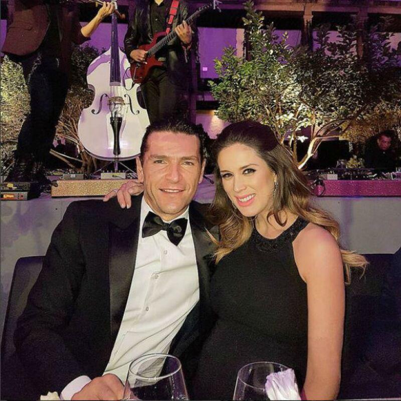 La conductora y el abogado se dejaron ver muy enamorados la boda del hijo del político y Eugenia Guajardo, celebrada este fin de semana.
