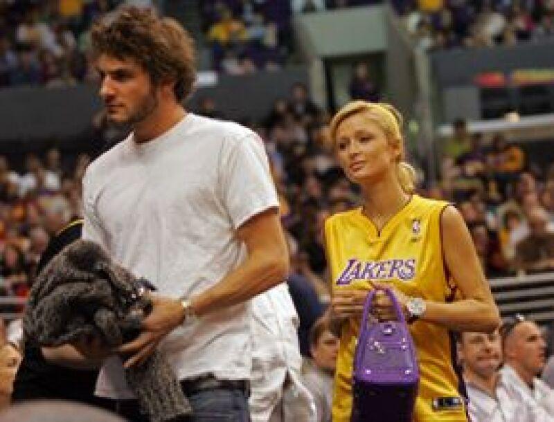 Después de nueve meses de relación, la socialité y Benji Madden terminaron su noviazgo. A la heredera la vieron muy acaramelada con su ex novio griego, Stavros Niarchos.
