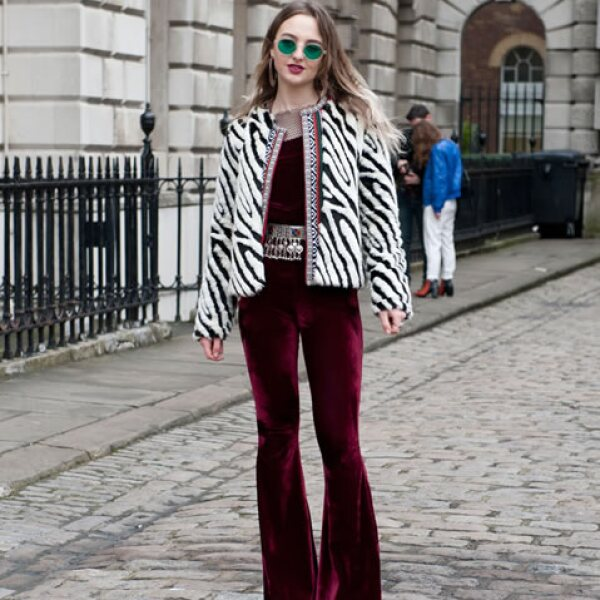 Fieles a la cultura del rock & roll, las londinenses proponen un estilo setentero para London Fashion Week.