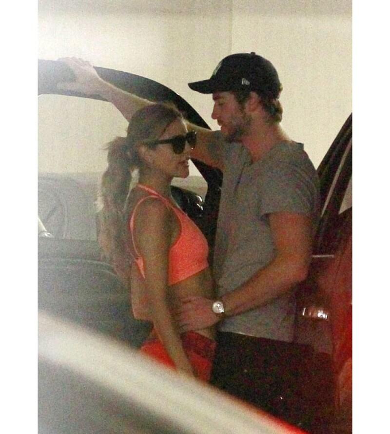 La pareja se sonreía e intercambiaba miradas de complicidad.