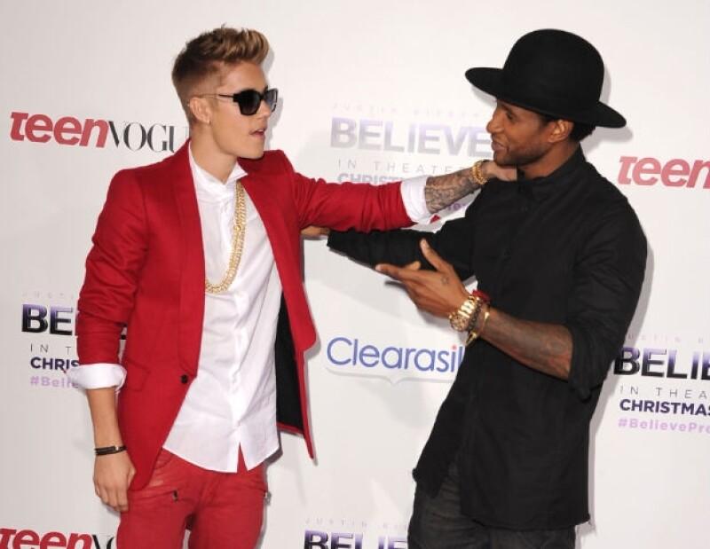 El cantante de R&B defiende a la joven estrella de las críticas que ha recibido por su reciente comportamiento.