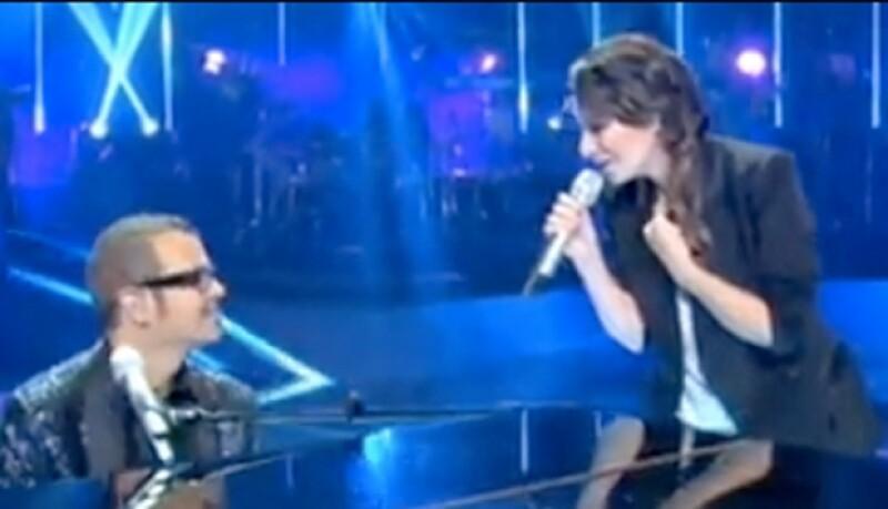 La intérprete italiana cantó a dueto con Syntek.