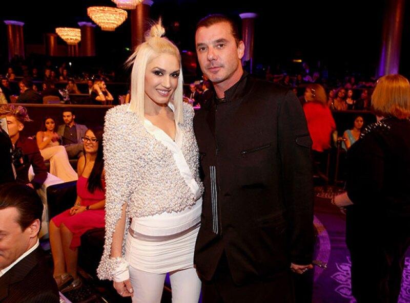 Según Us Weekly, el motivo del divorcio entre los músicos fue una infidelidad con la niñera de sus hijos, algo que Gwen sabía desde febrero de este año.