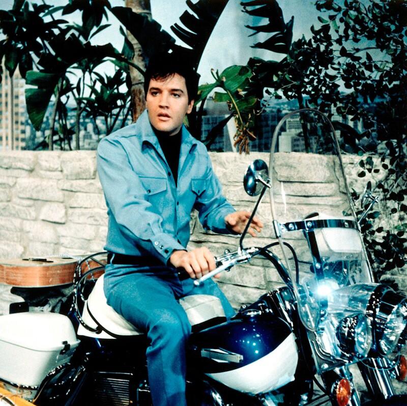 Elvis Presley con Harley-Davidson