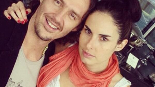 """Ahora es el productor Héctor Samperio quien, por medio de Twitter, informó que desde hace unos meses """"cerró su ciclo"""" con la actriz con quien se casó en diciembre de 2012."""