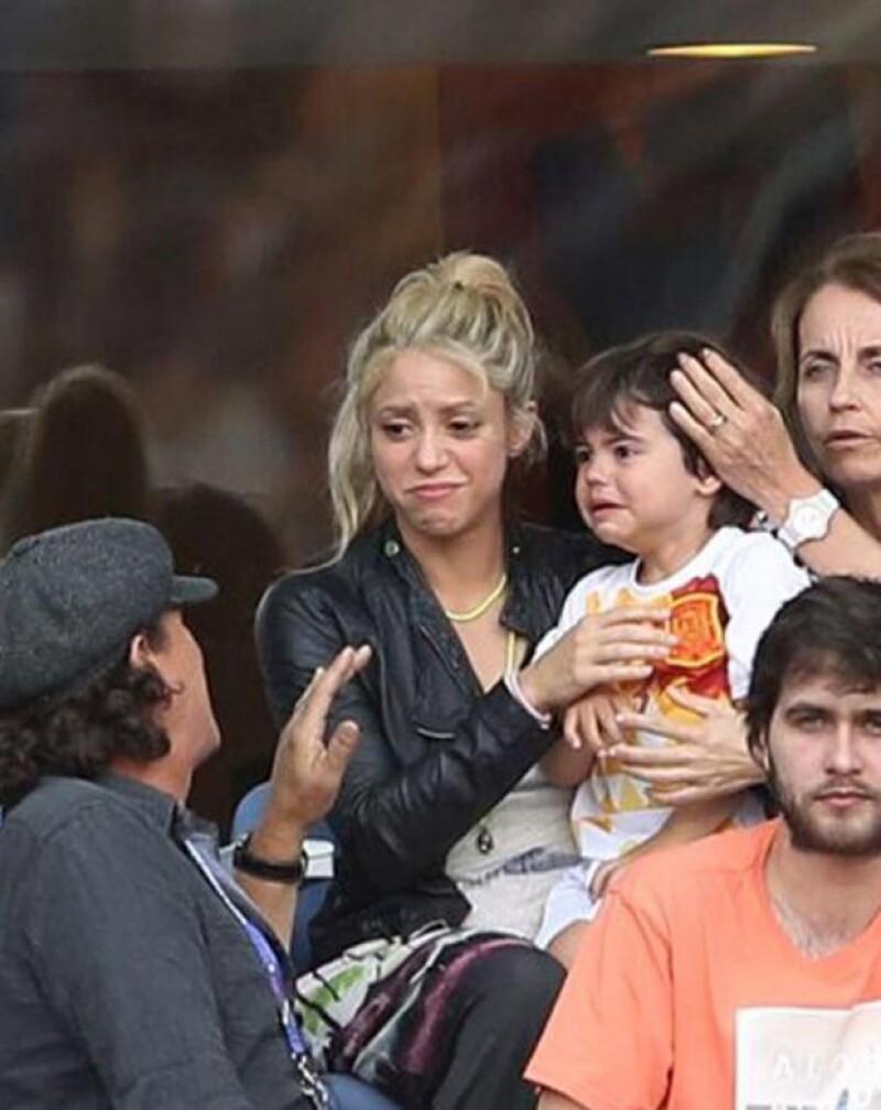 La cantante colombiana compartió una foto en la que aparece su hijo mayor llorando, al grado que ni ella, la mamá de Piqué o Carlos Vives lograron calmarlo.