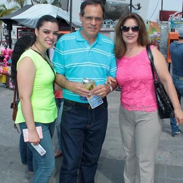 Valeria y Ricardo Santa Cruz con Susana Sánchez