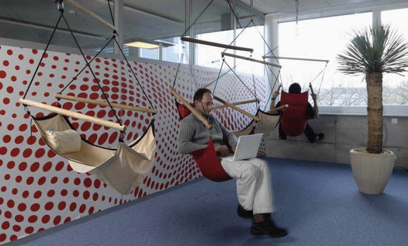 En Zurich, Suiza, tienen un área con hamacas para que sus empleados puedan dormir, si así lo desean.