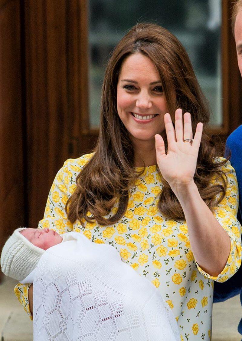 El outfit que usó en aquél entonces y el de ahora se agotaron en horas, cuestión que dejó en claro por qué la familia real británica es una de las más populares a nivel mundial.