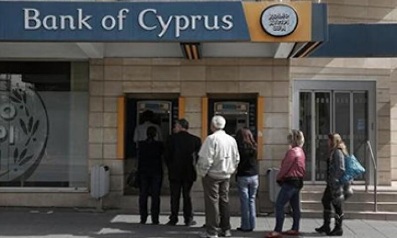 El BCE prestará a Chipre para rescatar a sus bancos y tomará de ese país sólo la deuda que cumpla con ciertos requisitos. (Foto: Reuters)