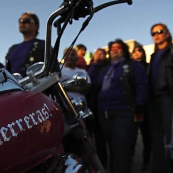 Motocicleta rosa Las Guerreras