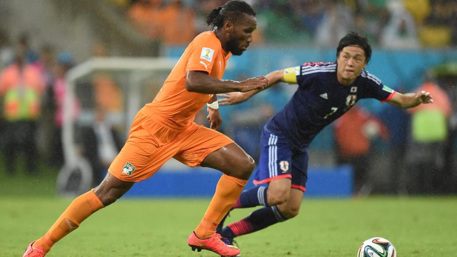 El capitán de Costa de Marfil, Didier Drogba, se echó el equipo a los hombros y pudo conducir a su selección a una remontada ante Japón