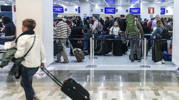 En la Terminal 1 del Aeropuerto Internacional de la Ciudad de México se dio la llegada de estudiantes procedentes de China.