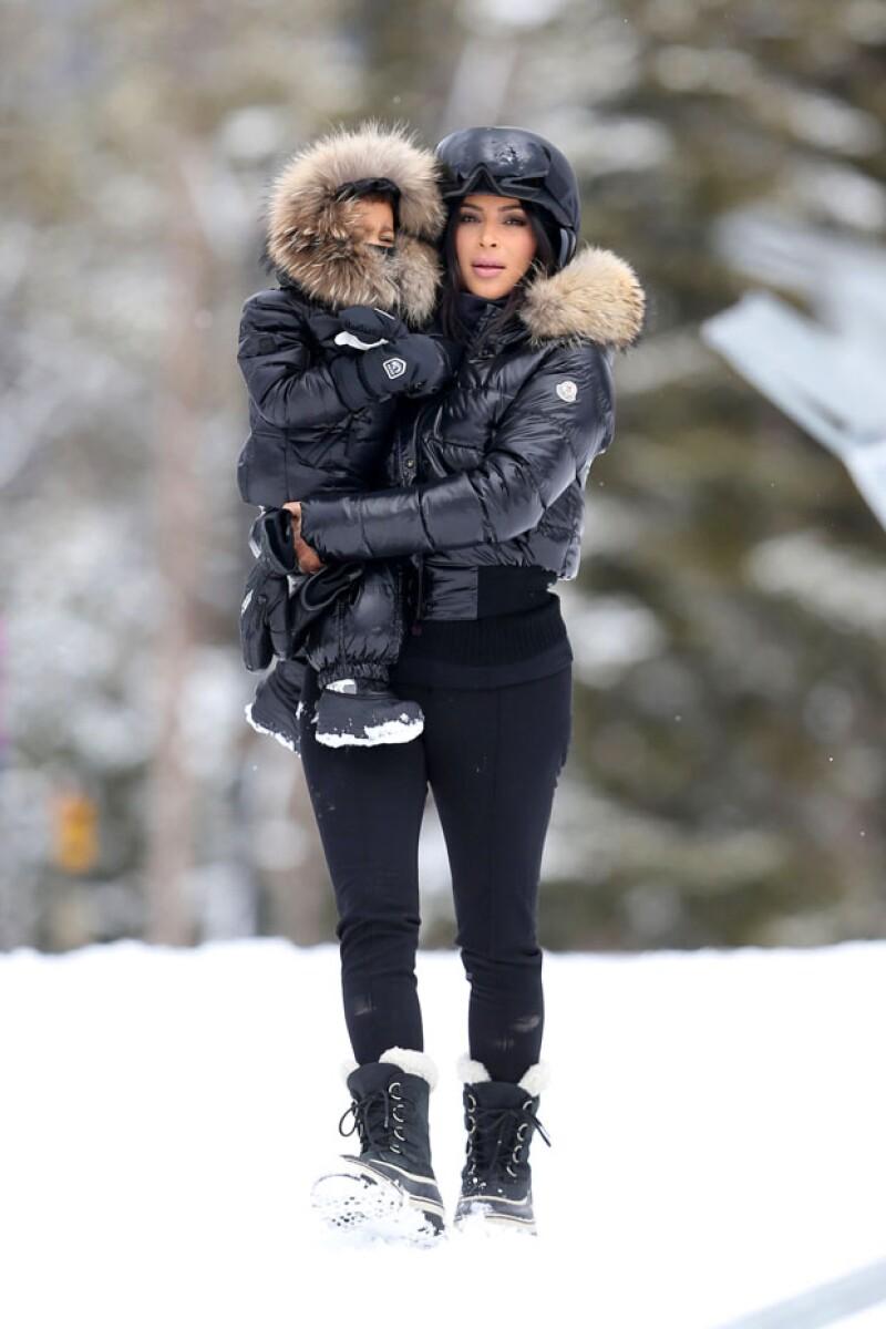 Esposa e hija de Kanye West fueron captadas disfrutando con mucho estilo de un viaje familiar en el todavía nevado Montana.