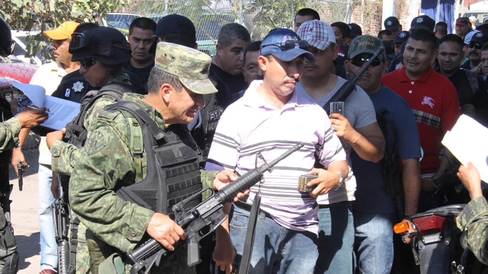 Desarme de policia municipal en Michoacan