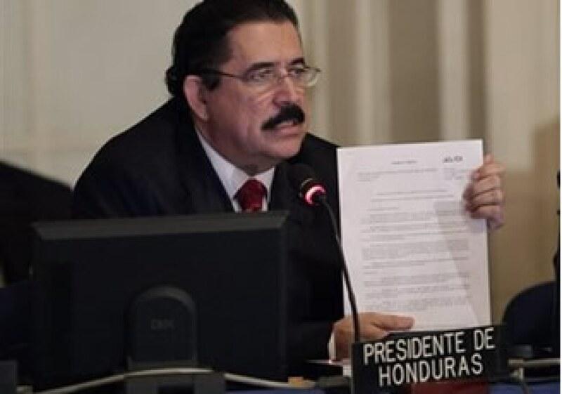 Manuel Zelaya había anunciado su regreso a Honduras el jueves, pero lo pospuso hasta el fin del plazo dado por la OEA. (Foto: AP)
