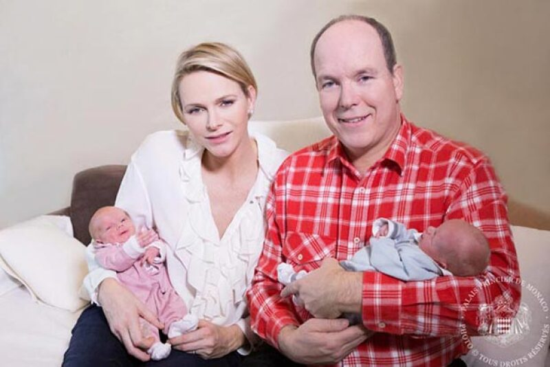Esta mañana el Principado de Mónaco reveló las primeras imágenes de los bebés de los príncipes, por fin conocimos  Jacques, quien sucederá en el mando a su papá.