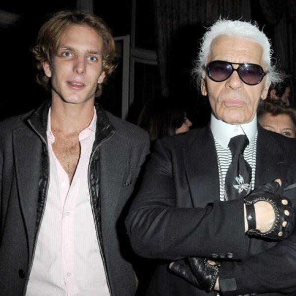 Con el maestro creativo de Chanel, Karl Lagerfeld, durante una fiesta en París.