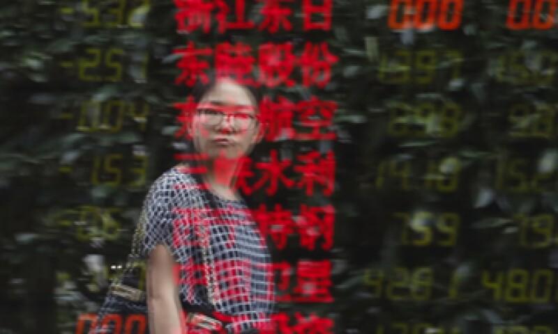 Beijing, reguladores y financieras tratan de apuntalar a los dos principales mercados de acciones. (Foto: Reuters )