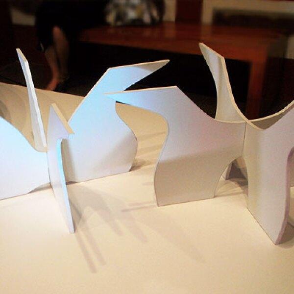 5.Fractal es una mesa de centro basada en planos seriados de manera concéntrica. Consta de una base hecha con MDF y Melamina de fácil ensamblaje y una cubierta en forma ovalada. Diseño: Sonia Ortega Stark.