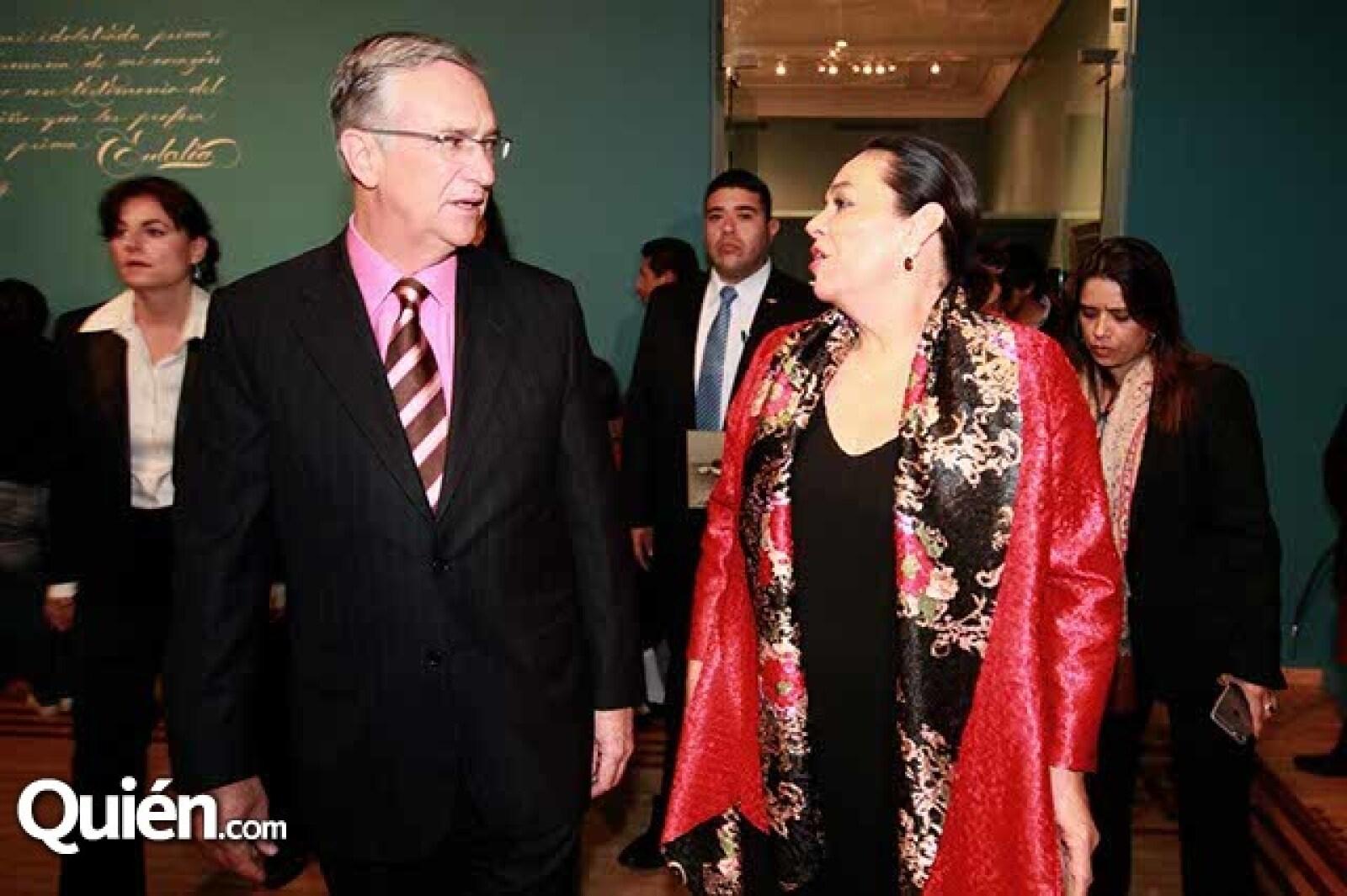 Ricardo Salinas y Carmen Gaytán