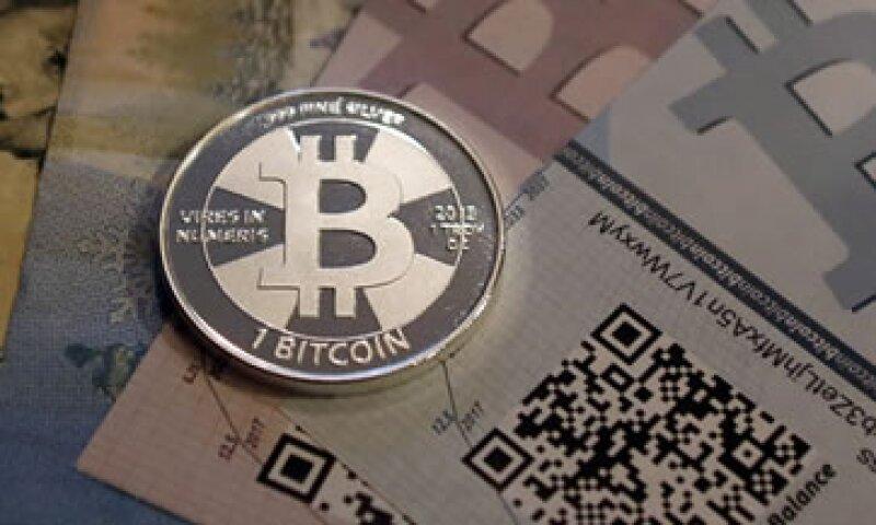 Los bancos tendrían prohibido el manejo de la moneda electrónica, según el plan. (Foto: Reuters)
