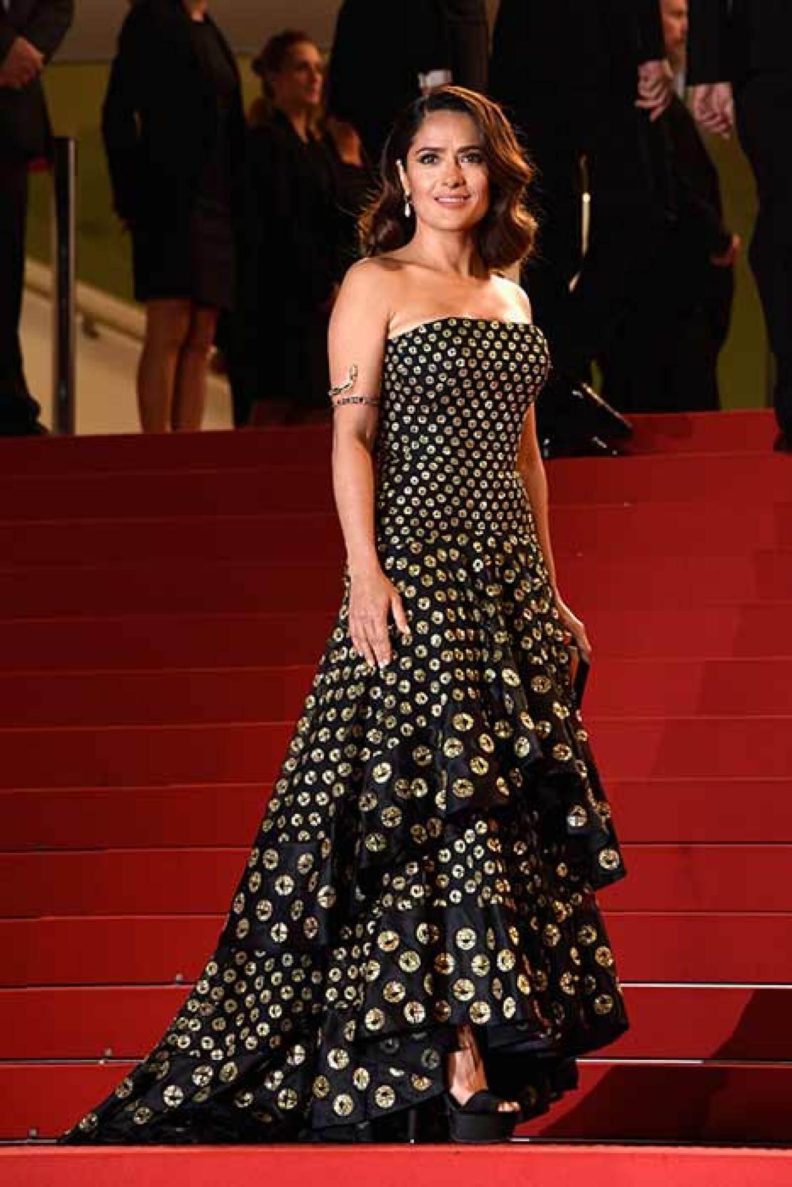 La mexicana lució estupenda en este vestido Alexander McQueen en la presentación de la cinta Il Racconto dei Racconti que protagoniza.