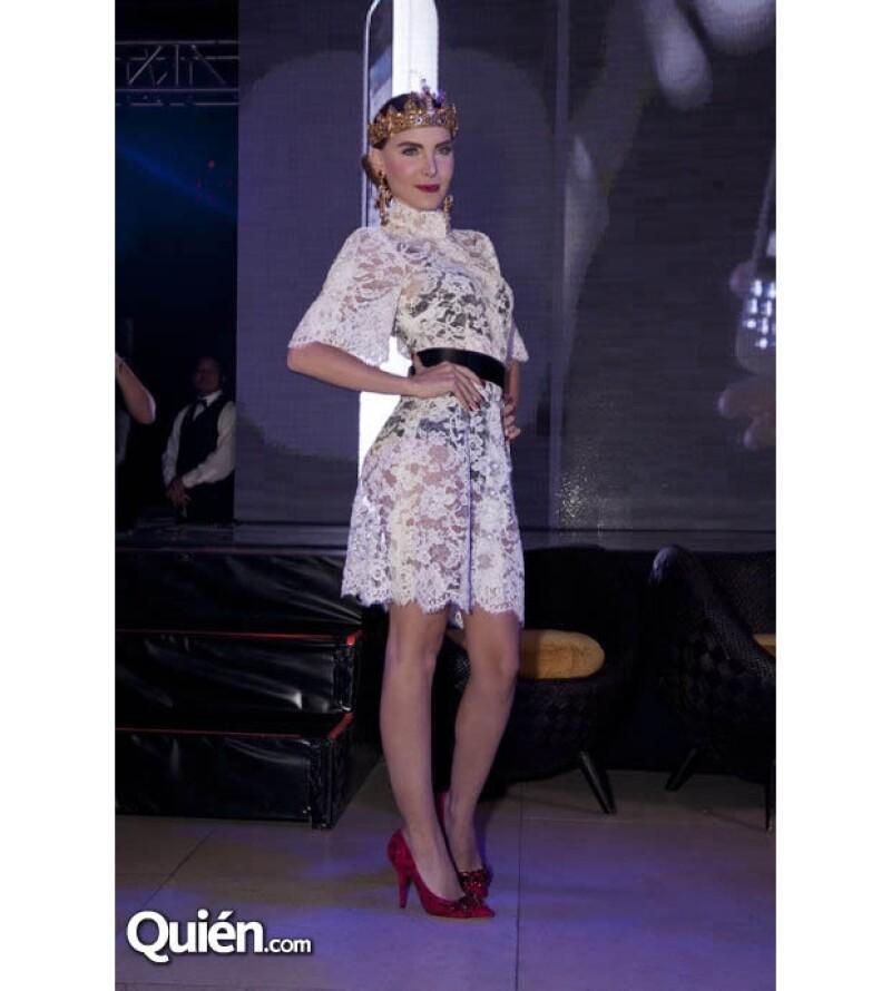 La cantante en un vestido con transparencias que mostró su gran figura.