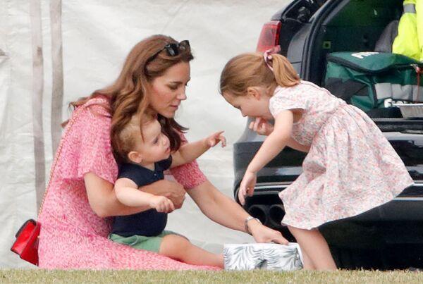 Kate Middleton, príncipe Louis y la princesa Charlotte