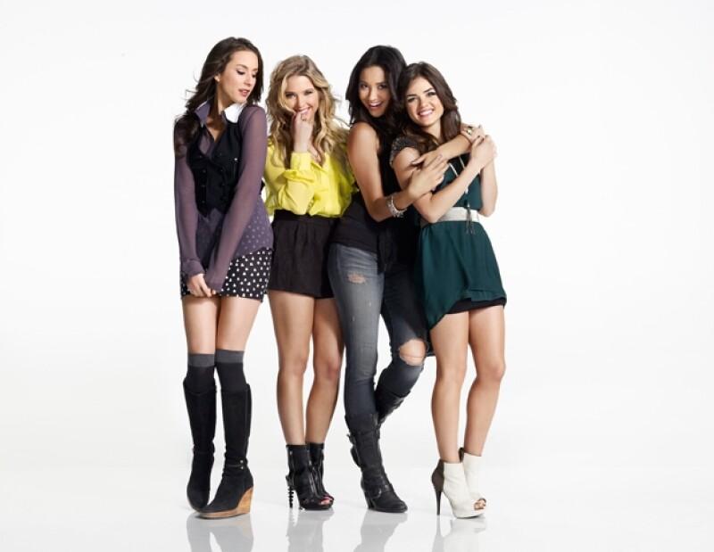 De izquierda a derecha: Spencer Hastings(Troian Bellisario), Hanna Martin (Ashley Benson), Emily Fields (Shay Mitchell) y Aria Montgomery (Lucy Hale).