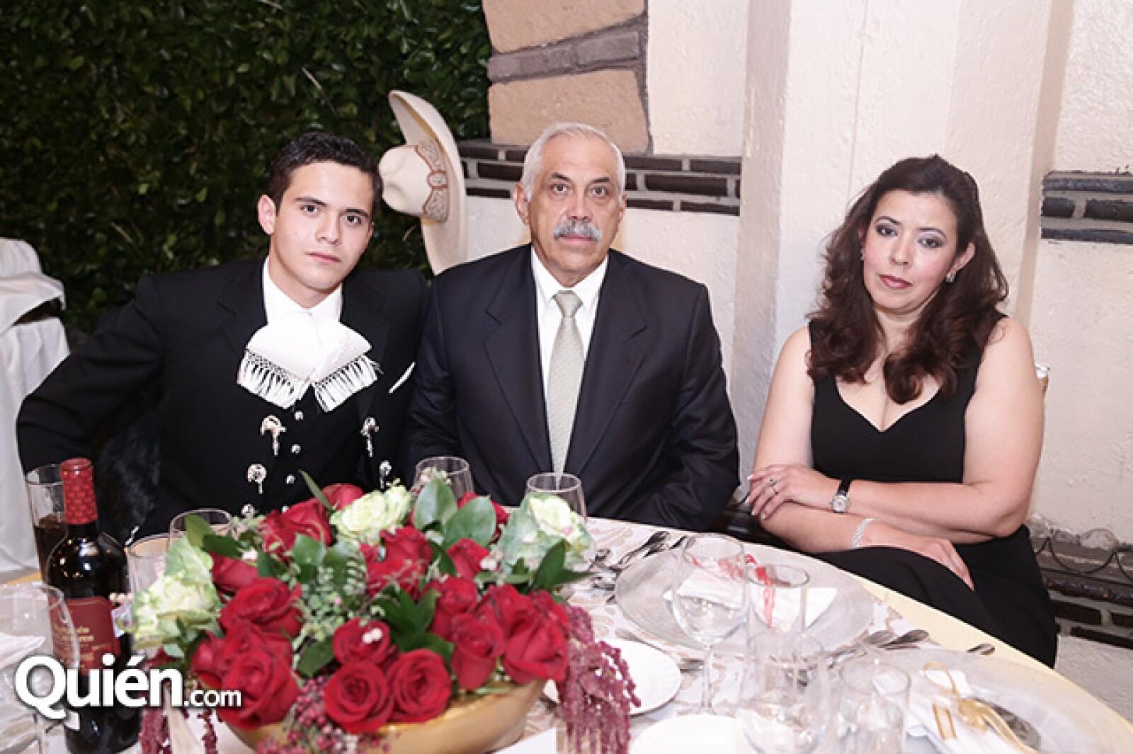 Pedro, Mario Moreno y Maricela García