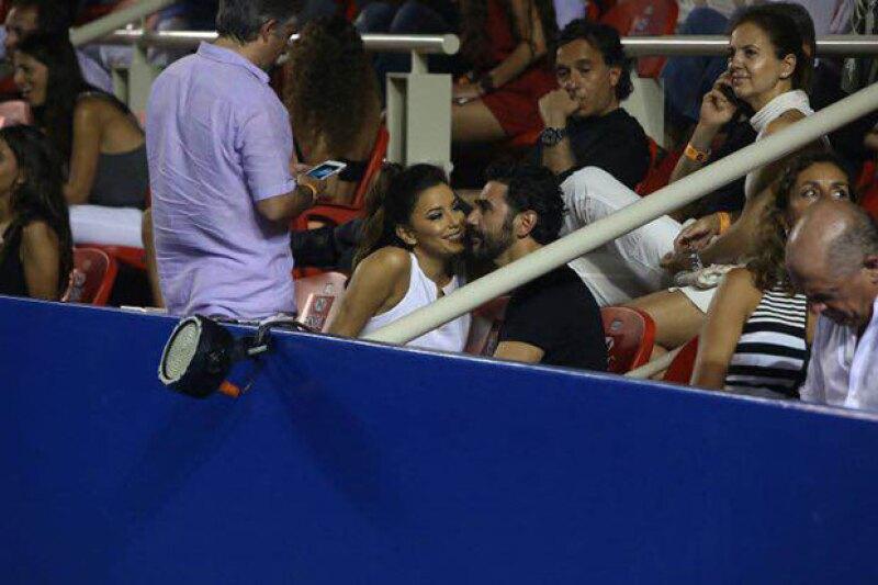La pareja se dejó ver en el torneo de tenis este fin de semana, pero mientras observaban los encuentros no perdían oportunidad para demostrar cuánto se quieren.