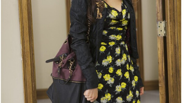 Aria Montgomery, interpretada por Lucy Hale, tiene un look arriesgado y divertido.
