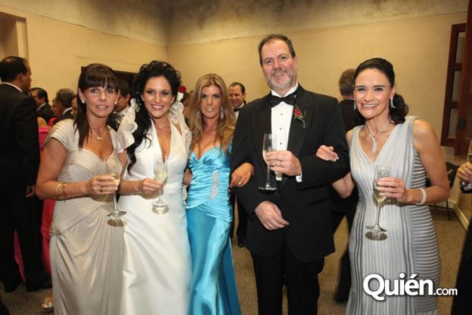 Jacky Dithurbide,Danielle Dithurbide,Denisse Salazar,Dominique Dithurbide,Maria Guadalupe Vega