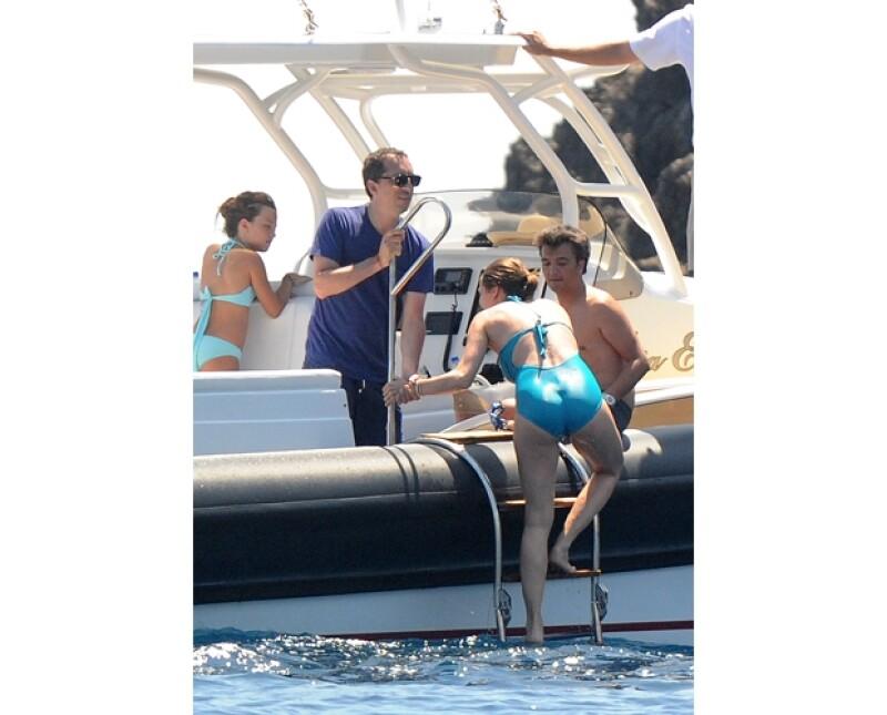 La hija de Carolina de Mónaco disfrutó de un crucero con su prometido Gad Elmaleh por la exclusiva isla Capri a bordo de un yate. Su traje de baño resaltó su linda pancita.