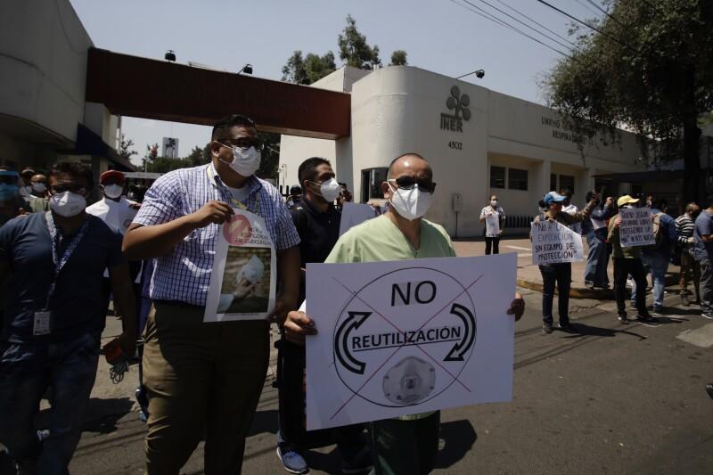 Protesta frente al INER