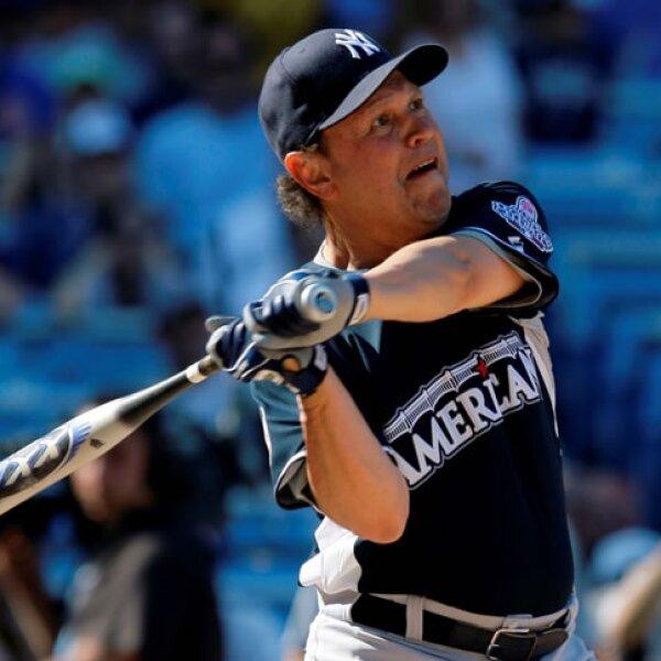 Billy Crystal es uno de los fans más activos de los Yankees: se le ve frecuentemente en el estadio y participa en juegos benéficos.
