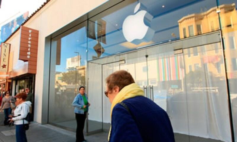 Algunos clientes comprendieron y apoyaron el cierre de las tiendas Apple. (Foto: Reuters)