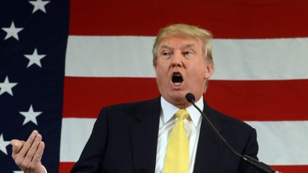 Donald Trump contra Jorge Ramos periodista de Univisión, además Jamie Clayton y Keanu Reeves ¿más que amigos? y un dramático acontecimiento en la honey moon de Jennifer Aniston y Justin Theroux.