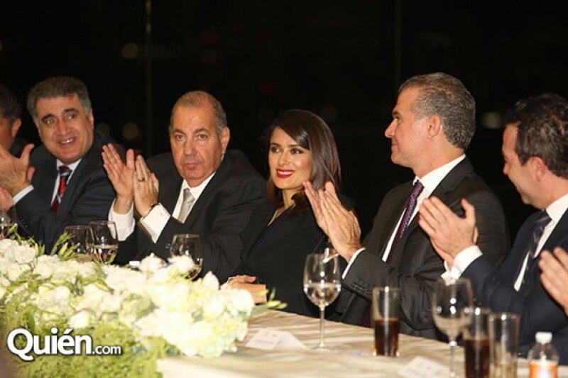 Salma estuvo acompañada por su familia e invitados.