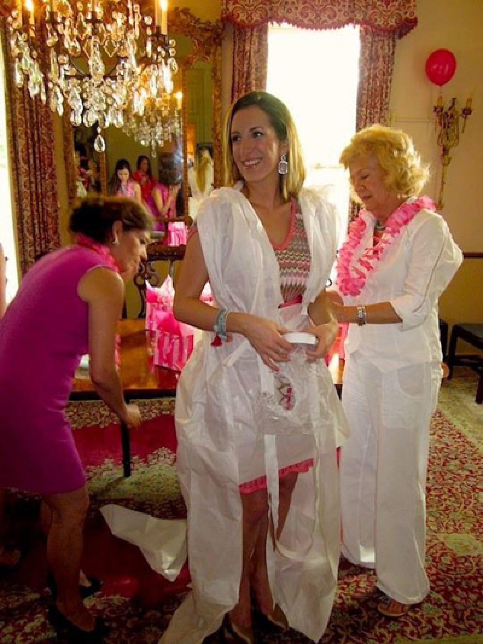 Otra de las despedidas de Shapi fue organizada por su mamá en San Antonio con amigas de la familia.
