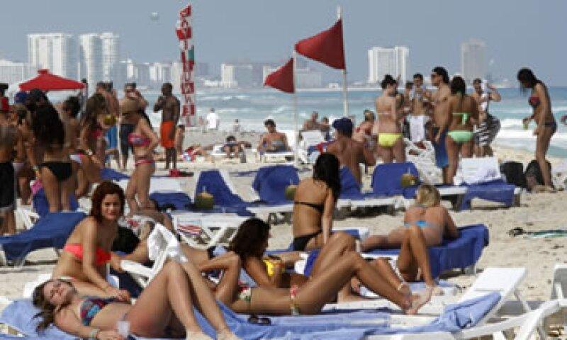 Los turistas internacionales en México fueron más de 1.2 millones, según cifras del Banxico. (Foto: AP)
